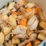 ルクルーゼの鍋で肉じゃがにトライ